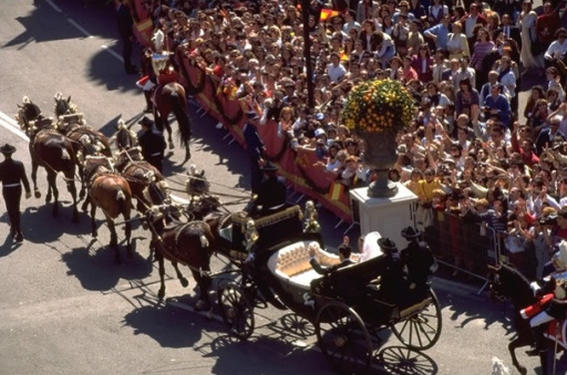 March 18th, 1995 – carriage was pulled by 6 bay horses, attired a la calesera with bells.